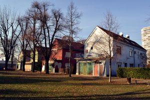 Jedna od četiri grupe kuća, pogled iz komunalnog dvorišta (foto: Nikola Bojanić)